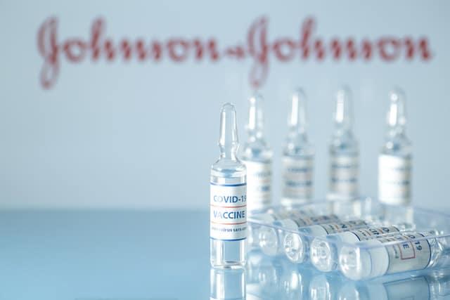 Wake detiene vacunaciones masivas de Johnson & Johnson