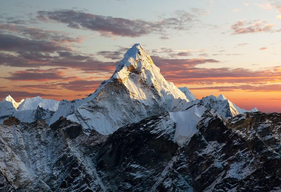 COVID-19 llega al Everest, montañista contagiado fue hospitalizado