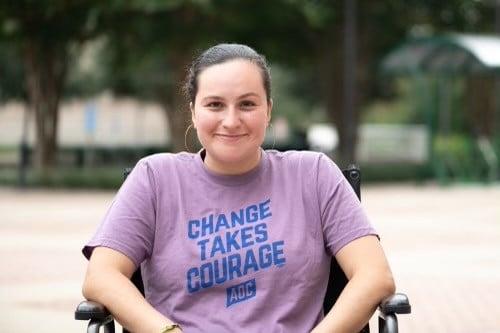 Laura Saavedra: Estudiante destacada, líder, empresaria y activista que sueña con ayudar a otros