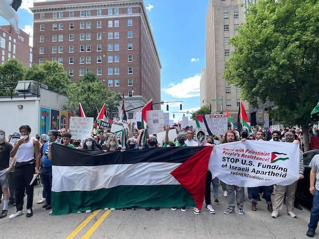 Raleigh: Más de 1,000 manifestantes pidieron fin a la violencia en Palestina y Colombia