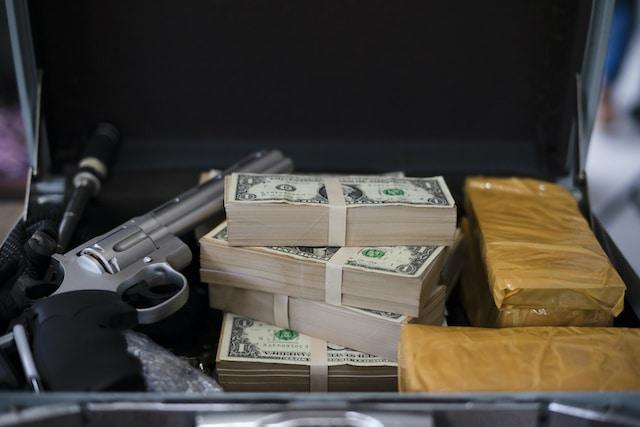 Exjefe de policía robaba drogas y armas incautadas en Carolina del Norte