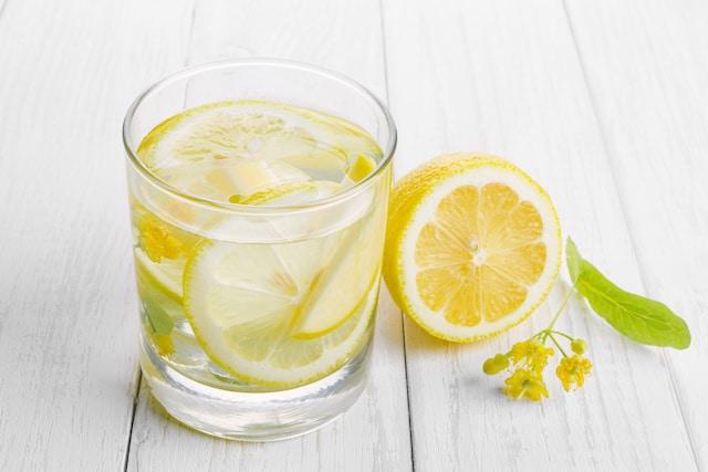 Agua con limón ¿en verdad ayuda a perder peso?