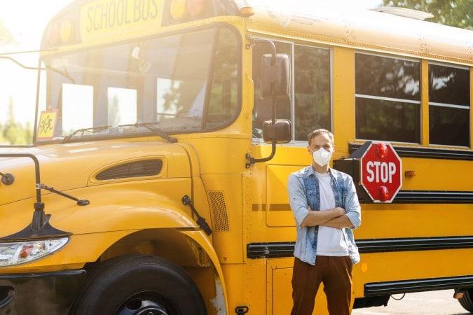 CMS busca contratar conductores de autobuses escolares