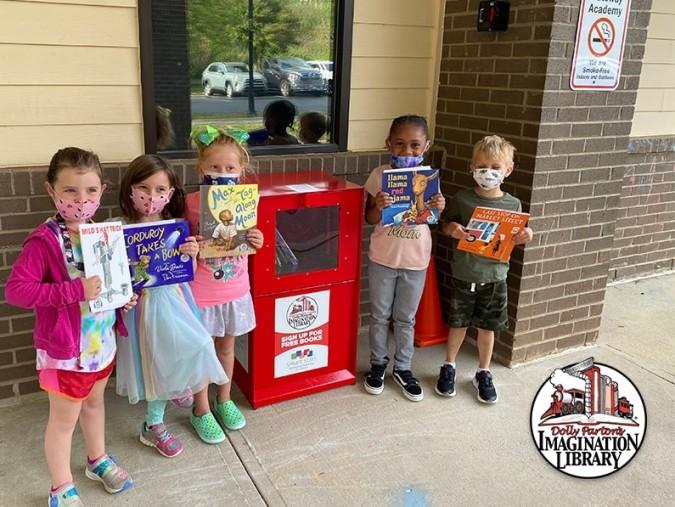 Dolly Parton abre 11 pequeñas bibliotecas en Charlotte