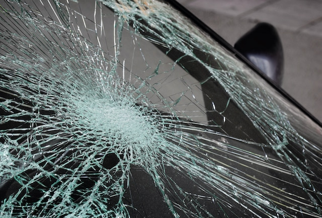 Dos niños mueren después de que madre pierde control de su carro y choca