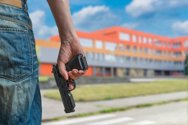 Estudiante muere después de dispararse a sí mismo en la escuela