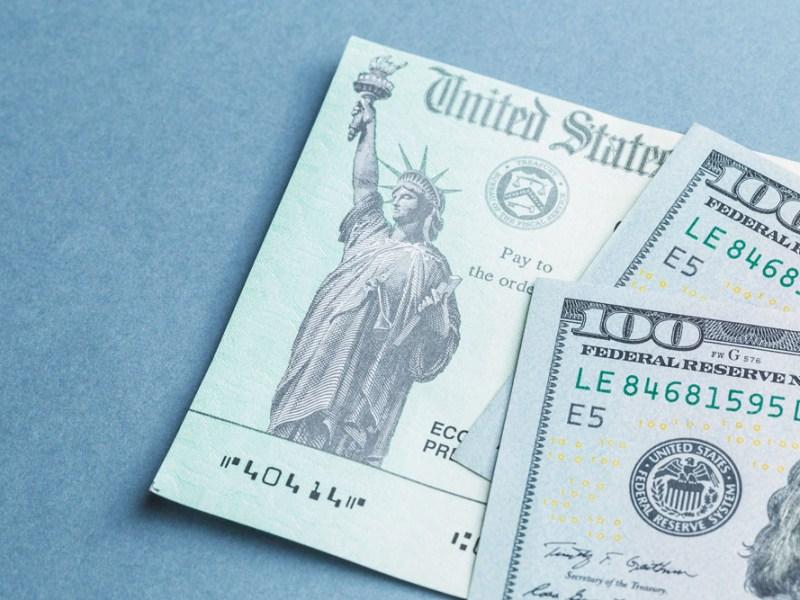 Familias con niños pueden recibir cheques mensuales del IRS a partir de julio