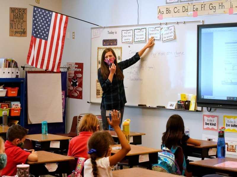 Fecha-reabrir-escuelas-EE.UU.