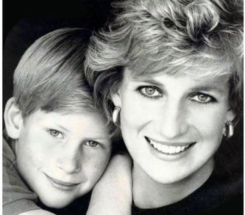 Harry revela que uso drogas y alcohol para calmar el dolor por la muerte de la Princesa Diana