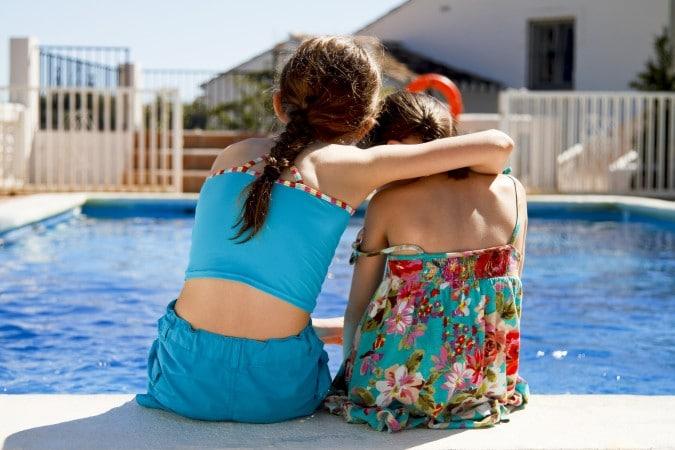 La escasez de salvavidas está afectando las aperturas de piscinas y playas en Charlotte