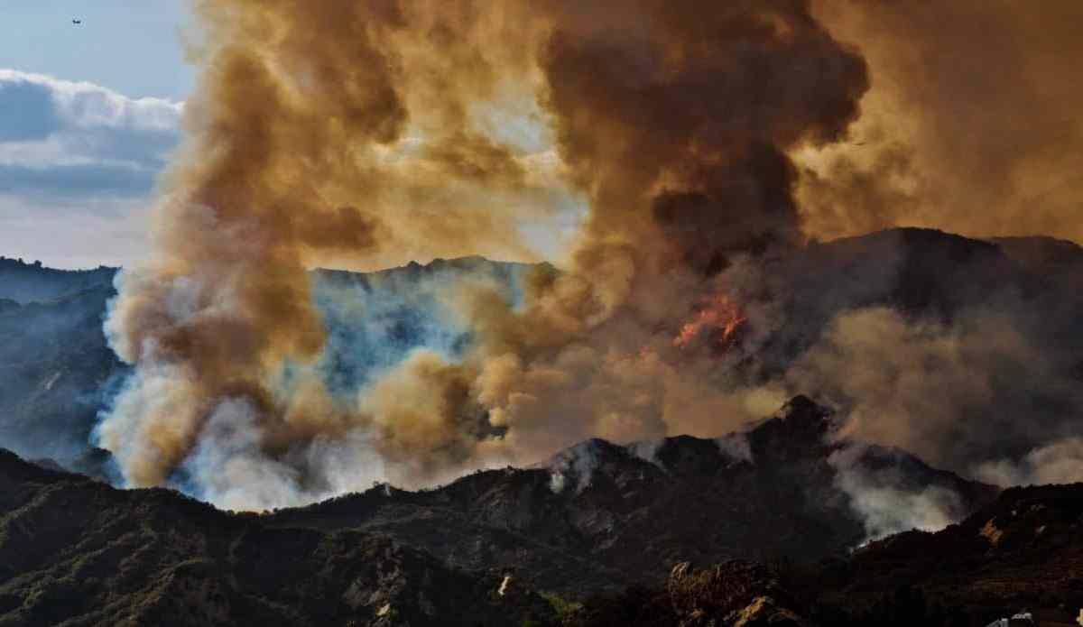 palisades fire santa monica