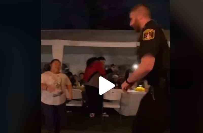 policía fiesta latinos tacos