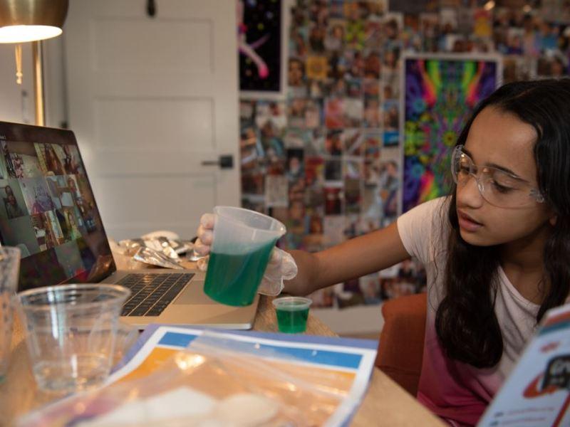Becas para campamento virtual de STEM para niñas de Charlotte