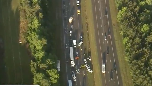 Treinta vehículos involucrados en accidente masivo en la I-540 en Raleigh