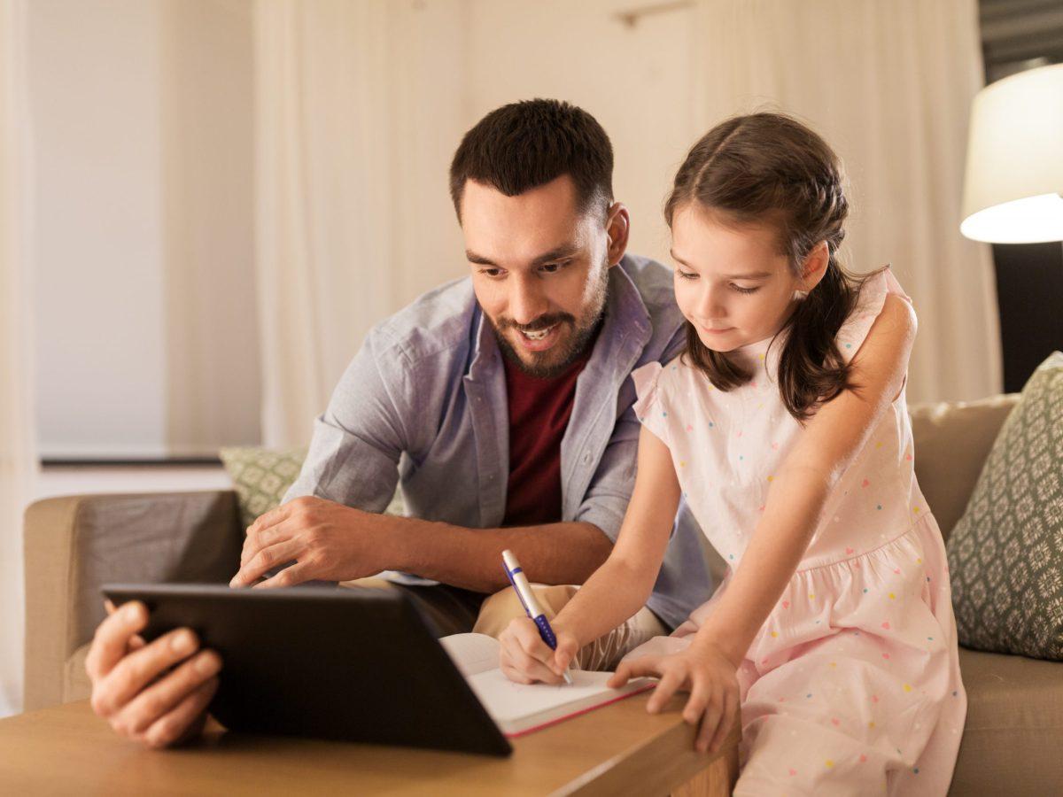 Reading Checkup es una herramienta gratis en línea se creó para ayudar a los niños de pre-kinder hasta el tercer grado a conservar sus habilidades literarias durante el verano. © Syda Productions / Adobe Stock