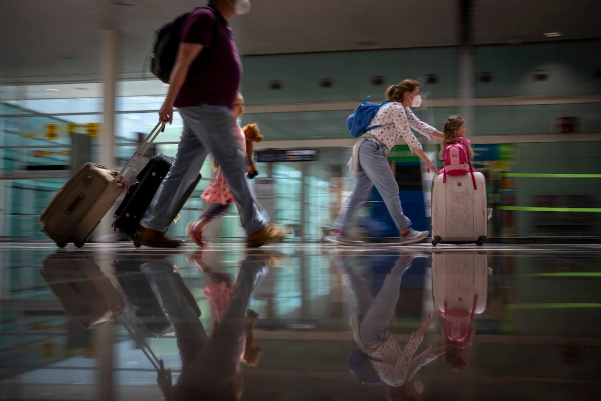 La Unión Europea elimina restricciones de viaje a turistas de Estados Unidos