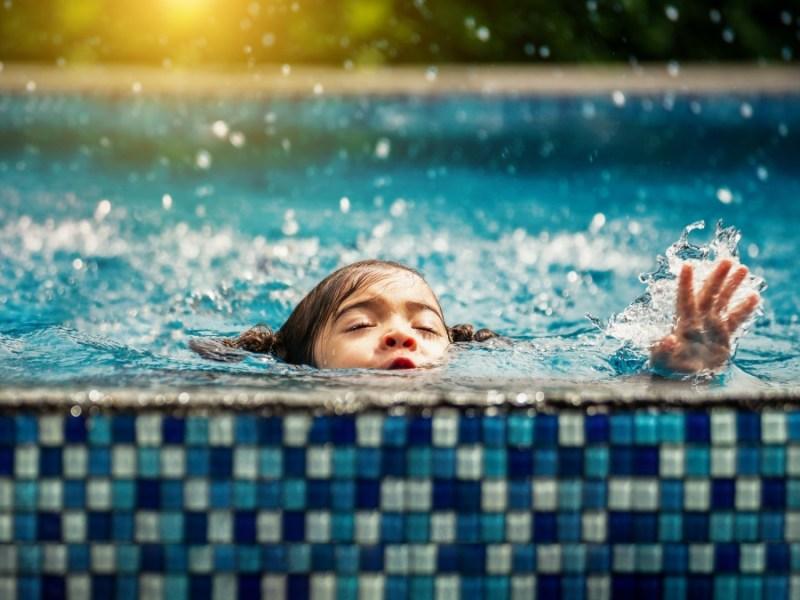 Los ahogamientos de niños son frecuentes, especialmente niños menores de cinco años