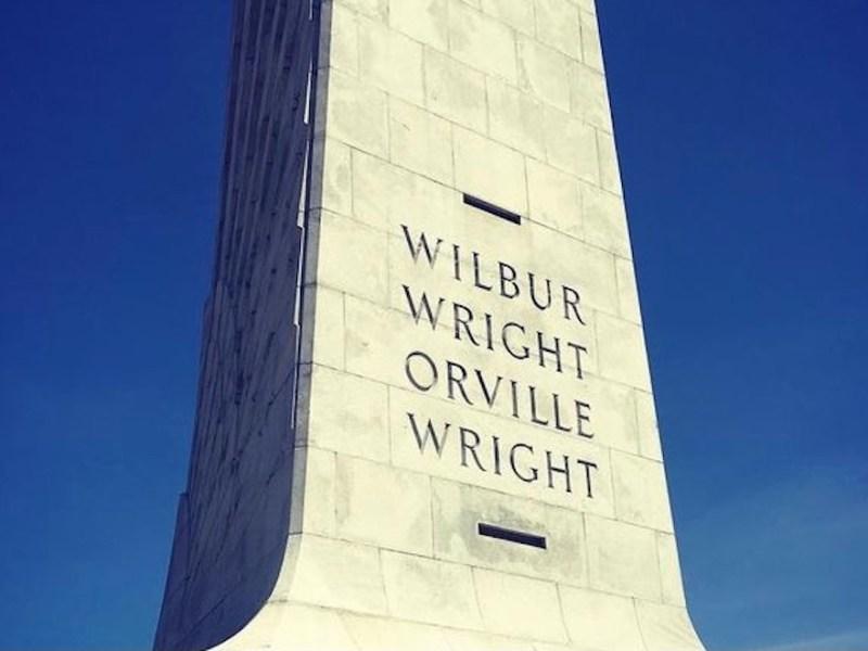 ¿Dónde está el Monumento de los Hermanos Wright en Carolina del Norte?