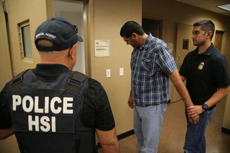 Narcos reclutan en Facebook a gente que lleva droga a Estados Unidos