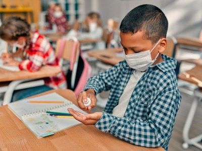 Ley busca que NO sea obligatorio uso de mascarillas en escuelas