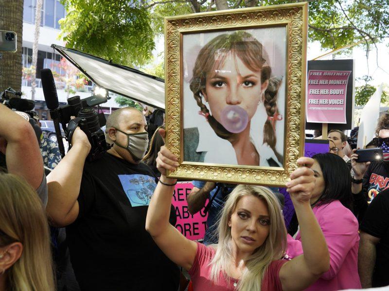 Simpatizantes de Britney Spears buscan termine la tutela de su padre sobre ella.
