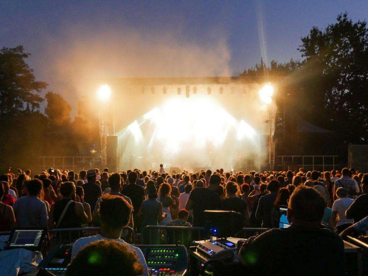 Este verano los conciertos al aire libre regresan a Charlotte. Vea esta lista de conciertos gratuitos en la zona para toda la familia.