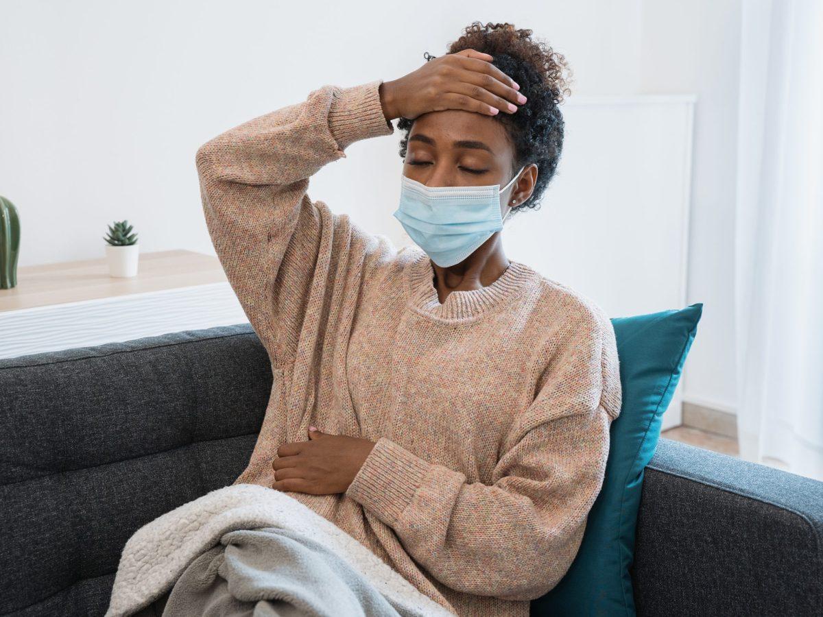 NCDHHS urge la vacunación a los habitantes de Carolina del Norte, ya que vuelven a aumentar los casos y las hospitalizaciones por COVID-19. © Paolese / Adobe Stock