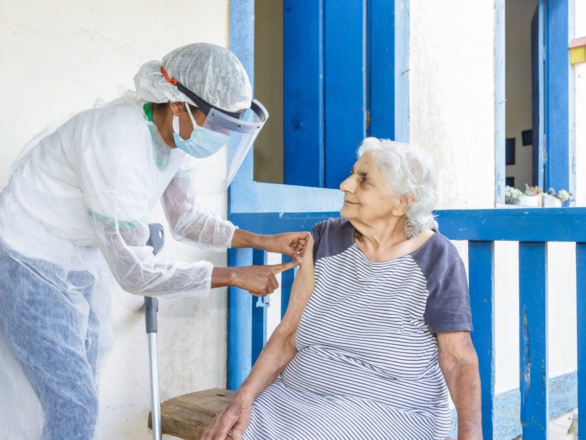 Ahora puede recibir su vacuna contra COVID-19 a domicilio en el condado de Mecklenburg. © Ronaldo Almeida / Adobe Stock
