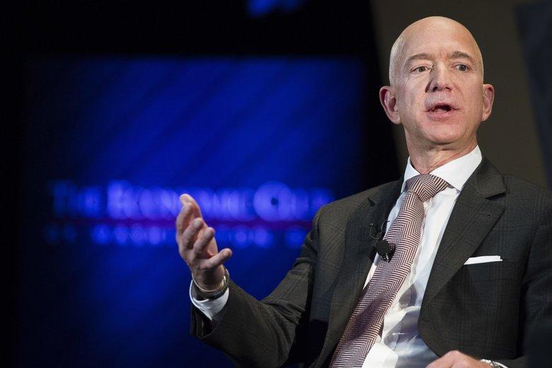 Mujer-Jeff-Bezos-espacio