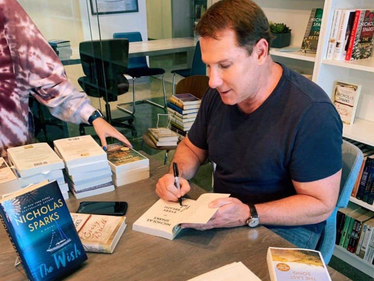 El famoso autor Nicholas Sparks llega a Charlotte