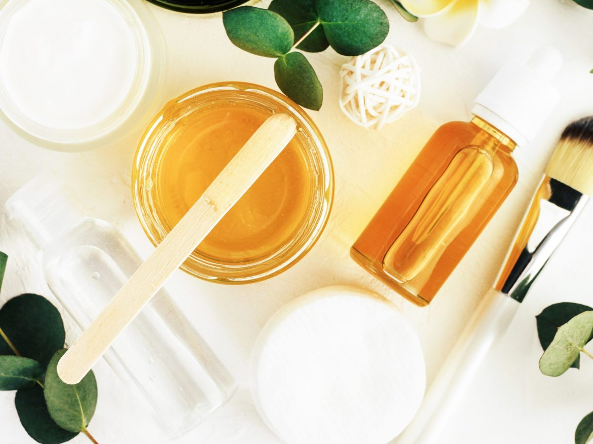 grandes-beneficios-de-la-miel-para-aliviar-acne-quemaduras-arrugas