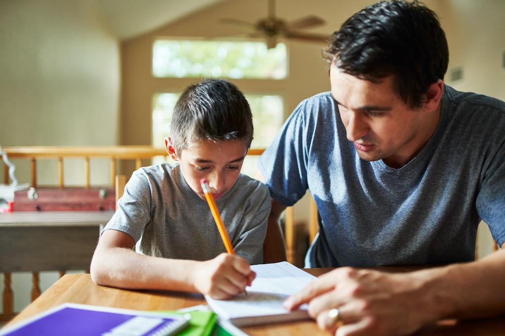 Inteligencia más carácter: la verdadera educación viene de la escuela y la casa