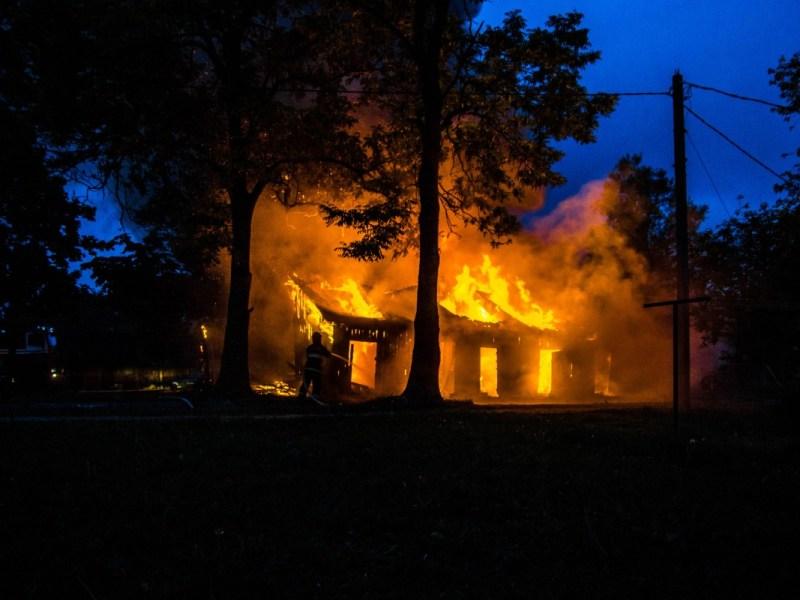 Niño latino de 3 años muere en incendio en Carolina del Norte