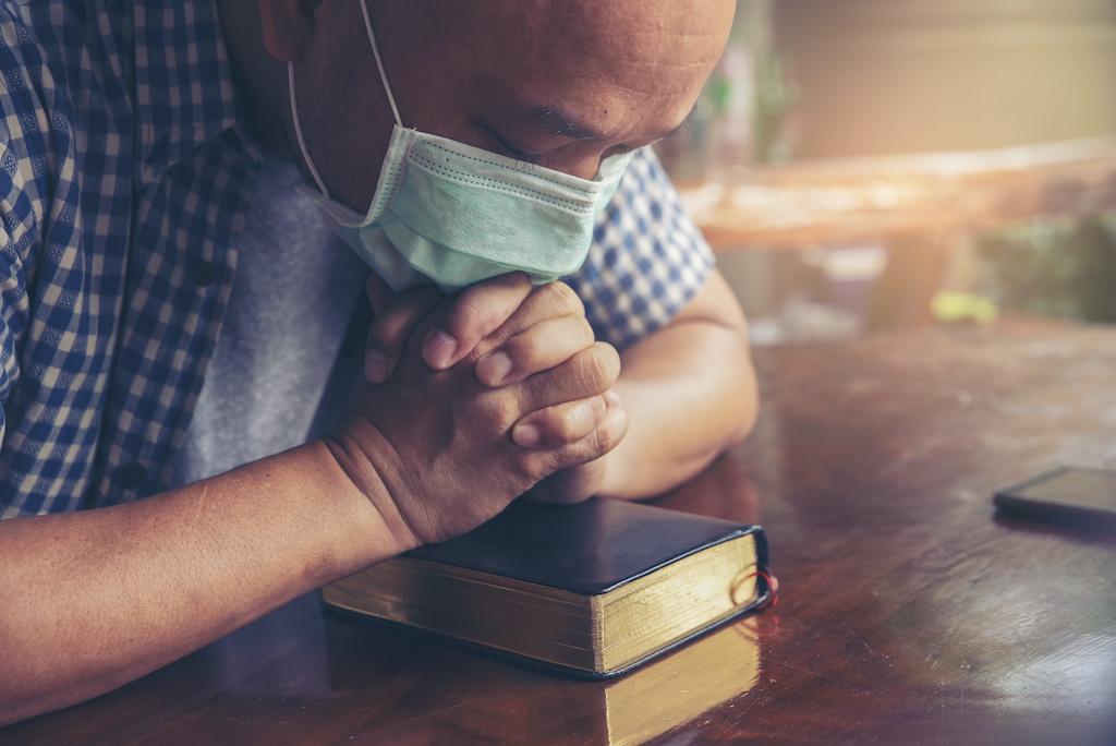 """""""Dios y la ciencia van de la mano"""": pastor latino ayuda a vacunar al 80 % de su congregación 1"""