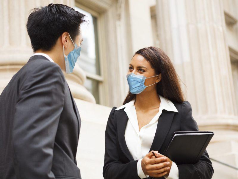 Buncombe restablece la orden de uso mascarillas para las instalaciones del condado. © DW labs Incorporated / Adobe Stock