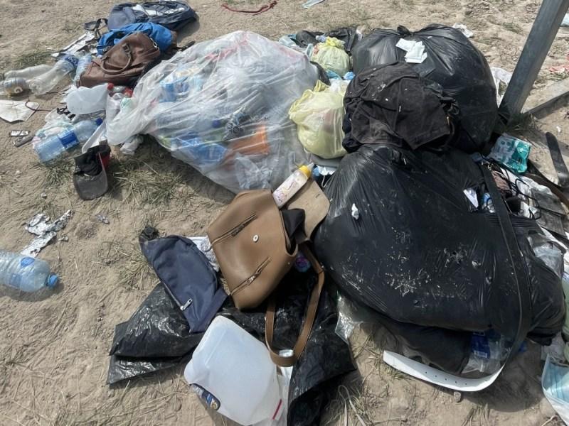 Documentos migrantes basura frontera