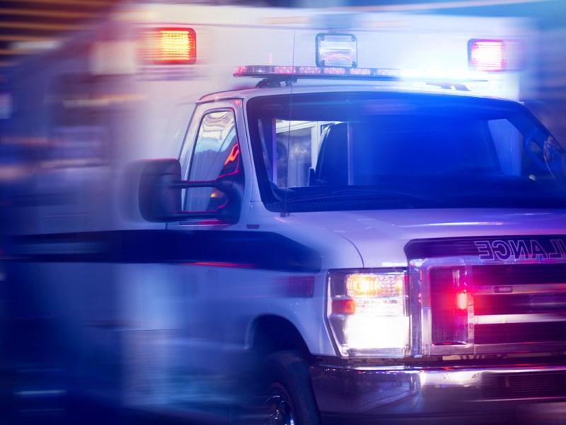 Un muerto y 5 heridos deja choque a contravía en Encino