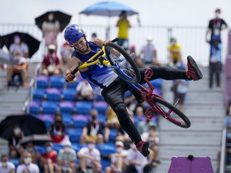 Venezolano Daniel Dhers gana plata en freestyle de BMX