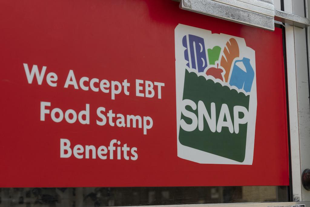 SNAP: Aumentan beneficio de estampillas de comida a $157 por persona