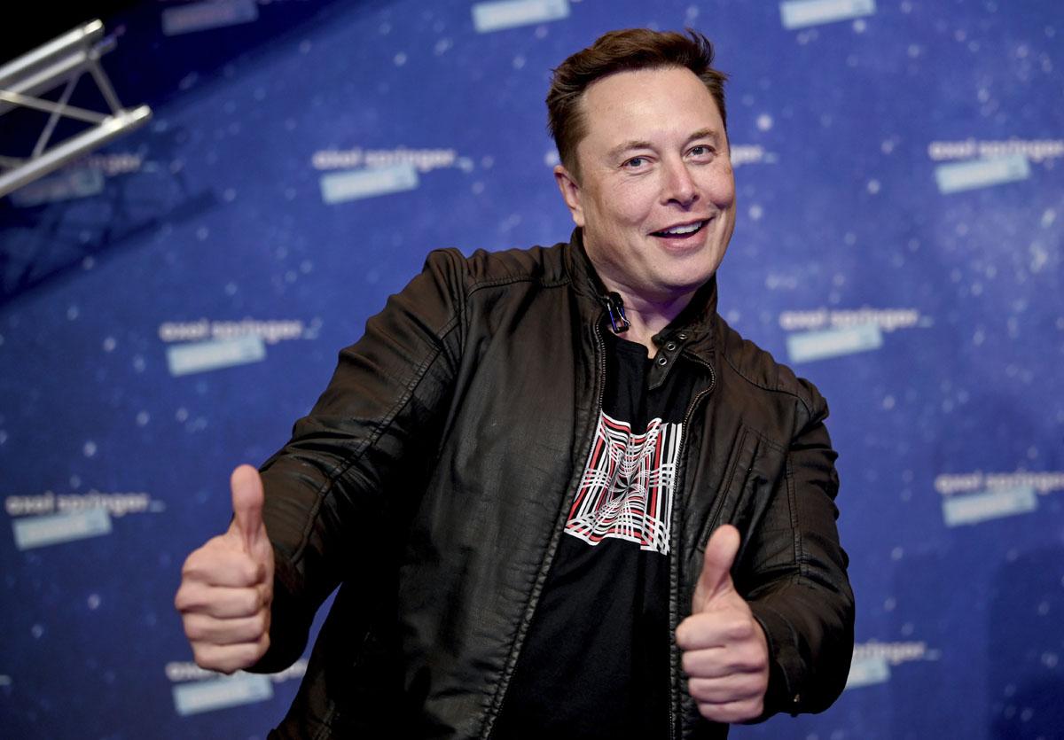"""Elon Musk y Grimes están """"semi-separados"""""""