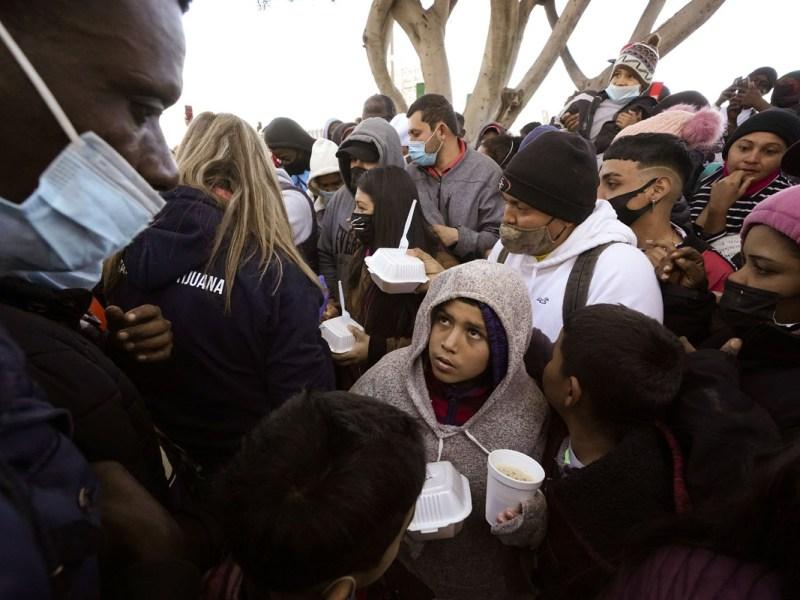Juez ordena no expulsar inmigrantes por pandemia