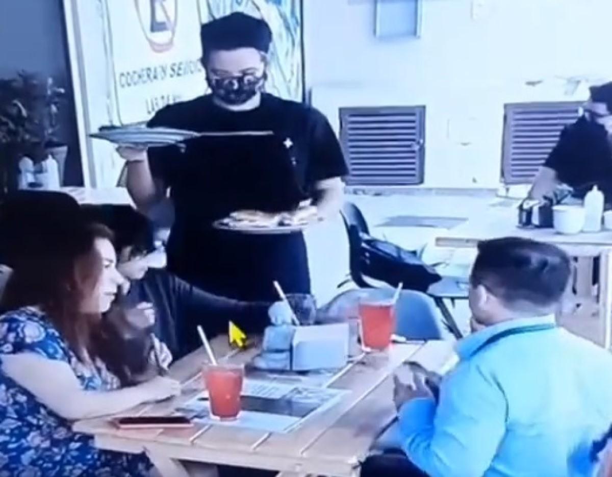 exhiben familia latina cabello comida cuenta