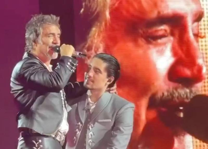 llanto-triste-de-alejandro-fernandez-al-dedicarle-cancion-a-vicente-en-concierto