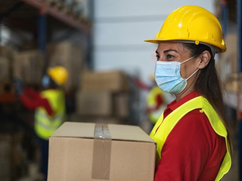 Robo de salarios: Si trabaja más de 40 horas deben pagarle extra, aunque sea indocumentado