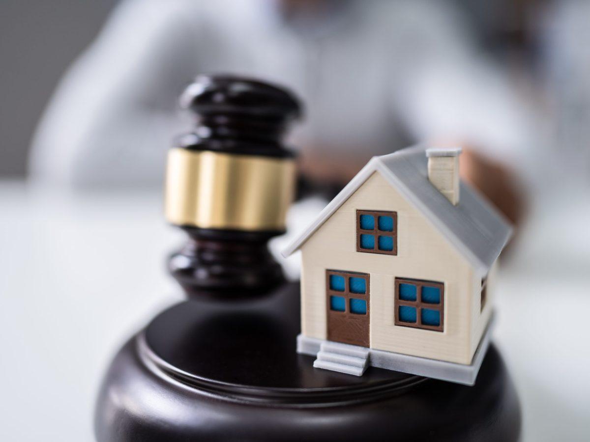 Si le niegan una vivienda por su raza u origen, está ley lo puede ayudar. © Andrey Popov / Adobe Stock