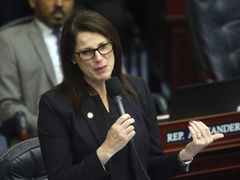 director-de-salud-de-florida-se-niega-a-ponerse-mascarilla-frente-a-senadora-con-cancer-de-mama