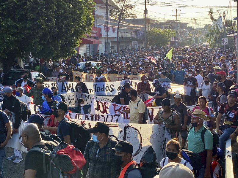 mas-de-2000-migrantes-se-abren-camino-hacia-la-frontera-desde-mexico