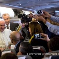 El Papa Francisco habla de su viaje a Cuba con los periodistas