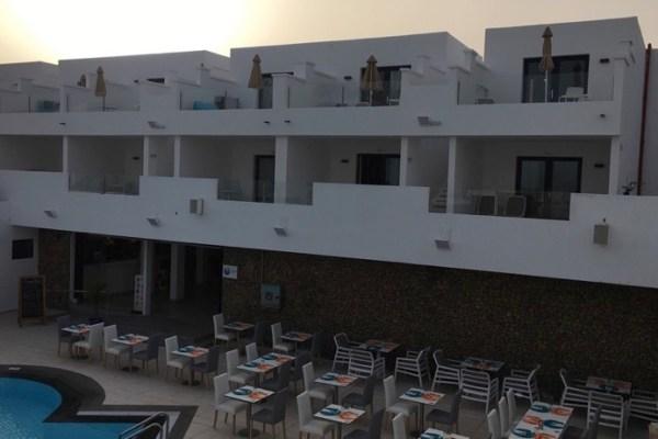 Aqua Suites Pool Bar