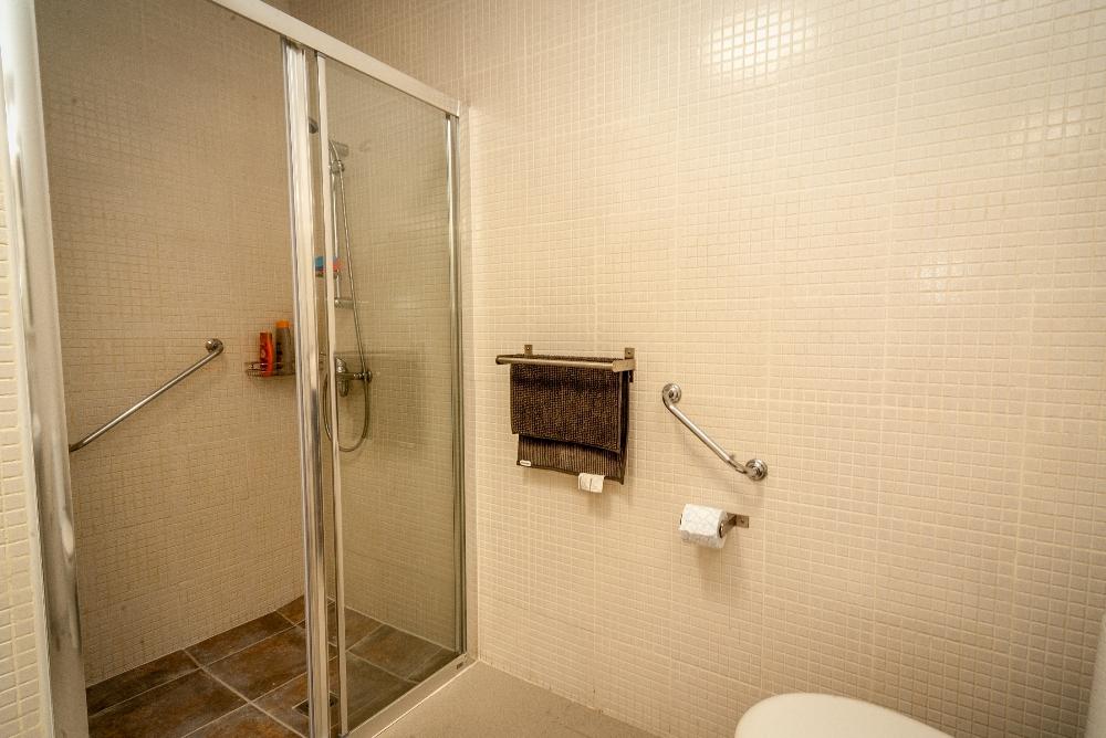 Bandama 11 Shower